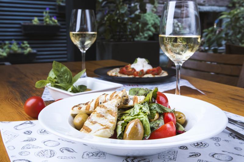 հալումի պանրով հունական աղցան салат с сыром халуми greek styled salad with halloumi