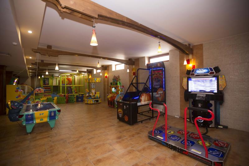 խաղասենյակ комната развлечений playroom