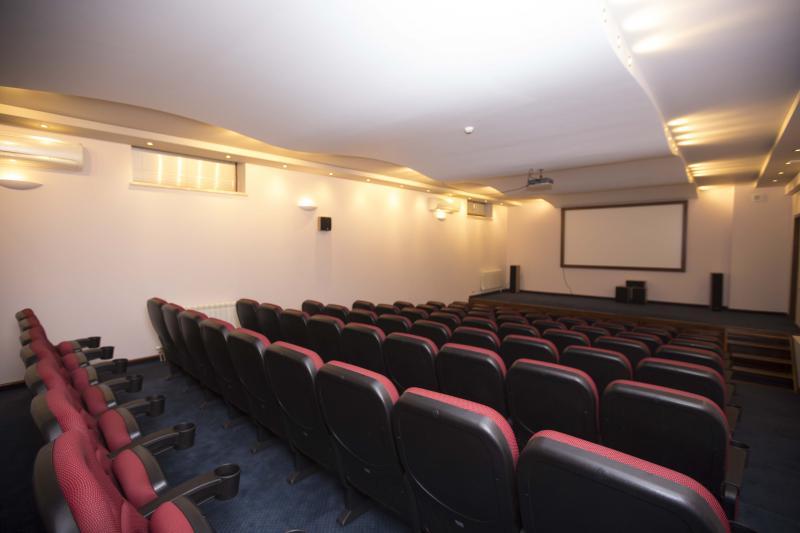 կինոսրահ кинозал cinema